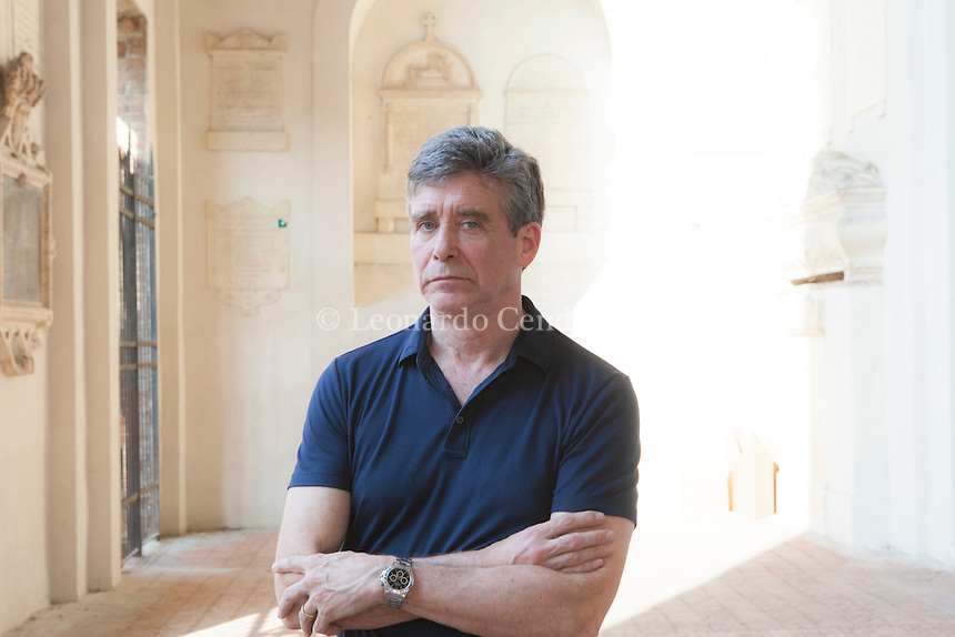"Jay McInerney è uno scrittore statunitense. Vive a New York ed è considerato uno dei più importanti autori del ""Brat Pack"". he official site of author Jay McInerney includes reviews, author's notes, excerpts from The New York Times, Wall Street Journal, New York Magazine. Mantova Festivaletteratura 2016. © Leonardo Cendamo"