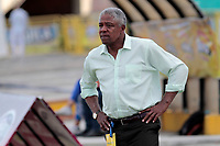 NEIVA - COLOMBIA, 31-10-2017: Francisco Maturana técnico de Once Caldas gesticula durante partido contra Atlético Huila por la fecha 18 de la Liga Águila II 2017 jugado en el estadio Guillermo Plazas Alcid de la ciudad de Neiva. / Francisco Maturana coach of Once Caldas gestures during match against Atletico Huila for the date 18 of the Aguila League II 2017 played at Guillermo Plazas Alcid in Neiva city. VizzorImage / Sergio Reyes / Cont