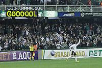 CURITIBA, PR, 29 DE AGOSTO DE 2012 – CORITIBA X INTERNACIONAL – Rafinha (7), do Coritiba, comemora seu gol durante jogo contra o Internacional válido pela 20ª rodada do Campeonato Brasileiro 2012. A partida aconteceu na noite de quarta-feira (29), no Estádio Couto Pereira, em Curitiba. (FOTO: ROBERTO DZIURA JR./ BRAZIL PHOTO PRESS)