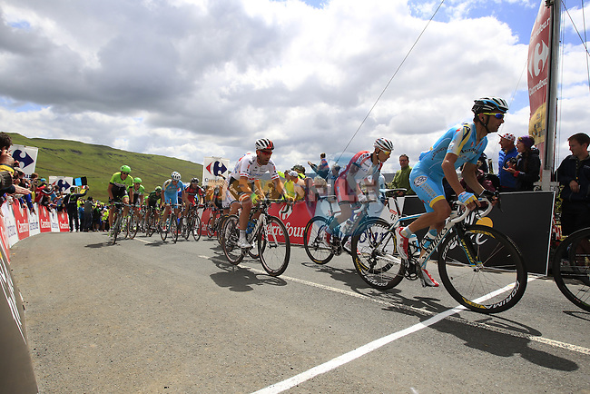 The peloton cross the summit of Cote de Cray on Stage 1 of the 2014 Tour de France running 190.5km from Leeds to Harrogate. 5th July 2014.<br /> Picture: Eoin Clarke www.newsfile.ie
