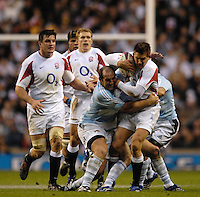 Twickenham. GREAT BRITAIN, Toby FLOOD, is challened by the defence, during the, 2006 Investec Challenge, game between, England  and Argentina, on Sat., 11/11/2006, played at the Twickenham Stadium, England. Photo, Peter Spurrier/Intersport-images].....