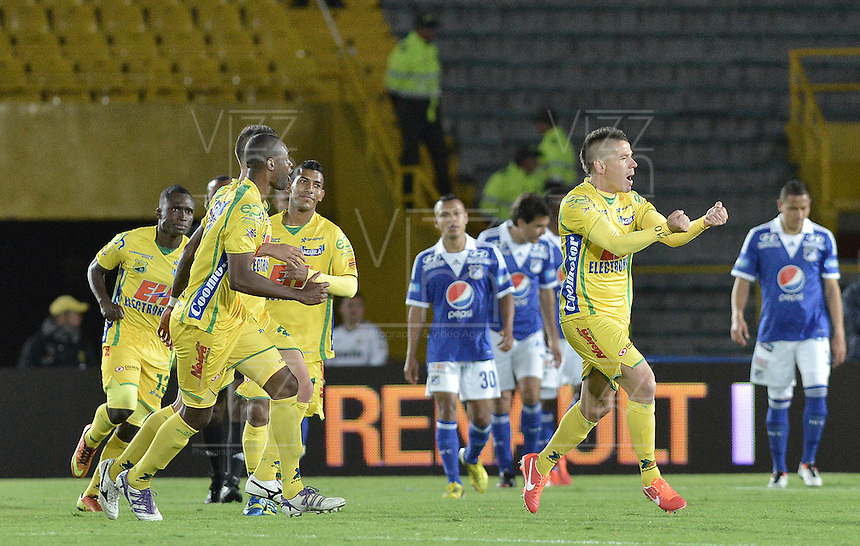 BOGOTÁ -COLOMBIA, 31-08-2013. Jugadores del Huila celebran un gol en contra de Millonarios durante partido válido por la fecha 8 de la Liga Postobón 2013-1 jugado en el estadio el Campín de la ciudad de Bogotá./ Huila players celebrate a goal against Millonarios during valid for the 8th date of the Postobon League II 2013 played at El Campin stadium in Bogotá city. Photo: VizzorImage/Gabriel Aponte/STR
