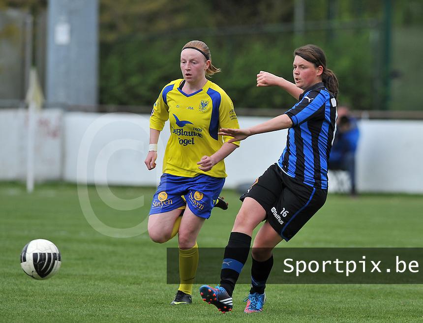 Club Brugge Dames - STVV Sint Truidense VV : Sofie Huyghebaert aan de bal voor Silke Leynen (l).foto DAVID CATRY / Nikonpro.be
