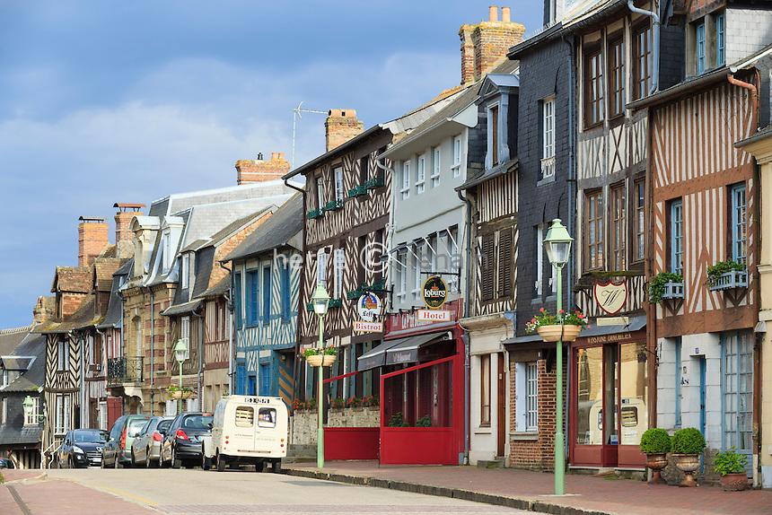 France, Calvados (14), Beaumont-en-Auge, la rue principale du village // France, Calvados, Beaumont en Auge, the main street of the village