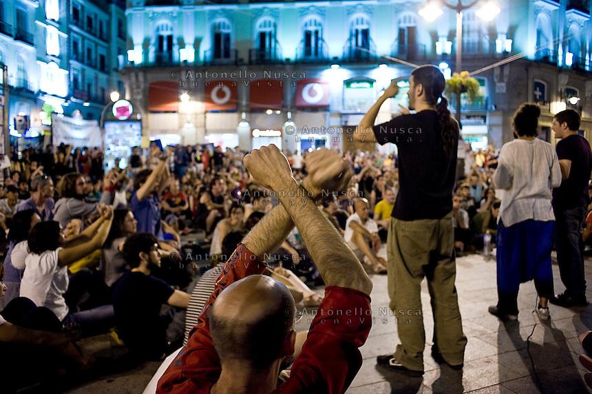 Los Indignados, Demonstrators attend a public assembly in Plaza del Sol..Los Indignados durante una assemblea pubblica .
