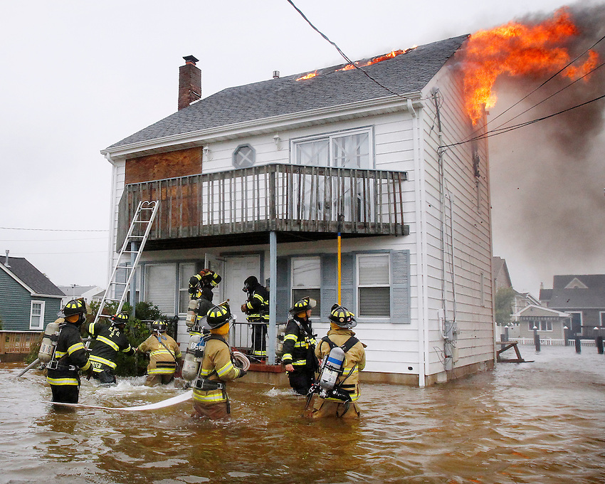as Hurricane Irene hits the Jersey Shore.   (8/27/2011)  Andrew Mills/The Star-Ledger