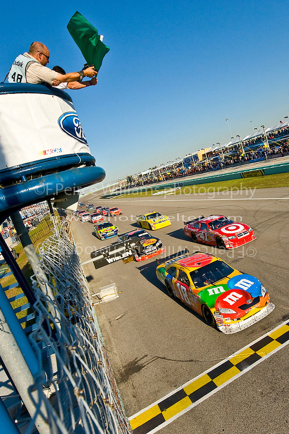 14-16 November 2008, Homestead, Florida USA.Kyle Busch (18) crosses the starting line..©F.Peirce Williams 2008.F. Peirce Williams.photography