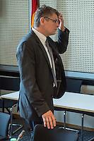 Sondersitzung des Innenausschuss des Berliner Abgeordnetenhaus wegen der Polizeieinsaetze in der Rigaer Strasse in Berlin-Friedrichshain. Die Oppositionsparteien, B90/Gruene, Piraten und Linkspartei hatten diese Sondersitzung beantragt, da es nach ihrer Meinung z.T. um rechtswidrige Polizeieinsaetze handelte, bei denen die Polizei u.a. rechtswidrig mehrere Raeumlichkeiten raeumte.<br /> Im Bild: Polizeipraesident Klaus Kandt vor der Sitzung.<br /> 21.7.2016, Berlin<br /> Copyright: Christian-Ditsch.de<br /> [Inhaltsveraendernde Manipulation des Fotos nur nach ausdruecklicher Genehmigung des Fotografen. Vereinbarungen ueber Abtretung von Persoenlichkeitsrechten/Model Release der abgebildeten Person/Personen liegen nicht vor. NO MODEL RELEASE! Nur fuer Redaktionelle Zwecke. Don't publish without copyright Christian-Ditsch.de, Veroeffentlichung nur mit Fotografennennung, sowie gegen Honorar, MwSt. und Beleg. Konto: I N G - D i B a, IBAN DE58500105175400192269, BIC INGDDEFFXXX, Kontakt: post@christian-ditsch.de<br /> Bei der Bearbeitung der Dateiinformationen darf die Urheberkennzeichnung in den EXIF- und  IPTC-Daten nicht entfernt werden, diese sind in digitalen Medien nach §95c UrhG rechtlich geschuetzt. Der Urhebervermerk wird gemaess §13 UrhG verlangt.]