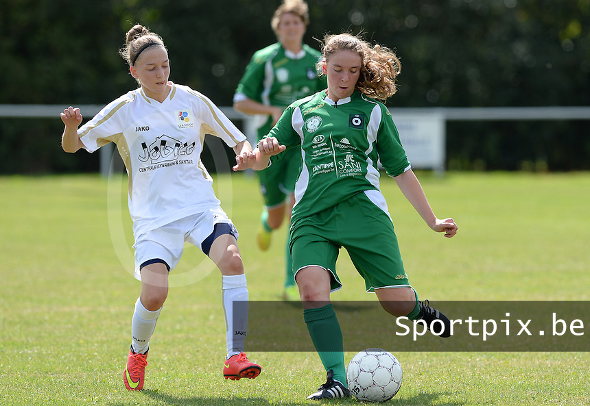 20160903 - BRUGGE , BELGIUM : Sinaai's Julie Veyt pictured in a duel with Cercle's Hanne Roeland (right) during a soccer match between the women teams of Cerkelladies Brugge and GFA Sinaai Girls , during the first matchday in the 2016-2017  Tweede klasse - Second Division season, Saturday 3 September 2016 . PHOTO SPORTPIX.BE   DAVID CATRY