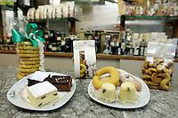 Dolci in vendita nella pasticceria Rosa Salva a Venezia.<br /> Pastries in the confectioner's shop Rosa Salva in Venice.<br /> UPDATE IMAGES PRESS/Riccardo De Luca