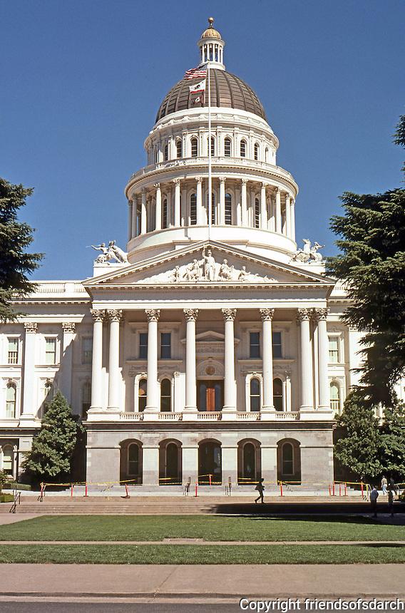 Sacramento CA: The State Capitol, 1860-74; 1906-08.  Photo 2000.