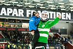 V&auml;ster&aring;s 2015-03-04 Bandy SM-Semifinal 3 V&auml;ster&aring;s SK  - Villa Lidk&ouml;ping BK :  <br /> V&auml;ster&aring;s m&aring;lvakt Andreas Bergwall jublar med sitt barn i armen efter matchen mellan V&auml;ster&aring;s SK  och Villa Lidk&ouml;ping BK <br /> (Foto: Kenta J&ouml;nsson) Nyckelord:  Bandy SM SM-Semifinal Semifinal Slutspel Elitserien ABB Arena Syd V&auml;ster&aring;s SK VSK Villa Lidk&ouml;ping jubel gl&auml;dje lycka glad happy