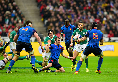 13.02.2016. Stade de France, Paris, France. 6 Nations Rugby international. France versus Ireland.  Sebastien Bezy ( France ) lays the ball back to Wenceslas Lauret ( France )