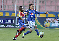 PASTO -COLOMBIA, 12-07-2015: Francisco Cordoba (Izq) jugador del Deportivo Pasto disputa el balón con Rafael Robayo (Der) jugador de Millonarios durante partido por la primera fecha de la Liga Águila II 2015 jugado en el estadio La Libertad de la ciudad de Pasto./ Francisco Cordoba (L) player of Deportivo Pasto vies for the ball with Rafael Robayo (R) player of Millonarios during the match for the first date of the Aguila League II 2015 played at La Libertad stadium in Pasto city. Photo: VizzorImage / Gabriel Aponte / Staff