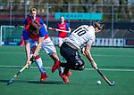 AMSTELVEEN -  Mirco Pruyser (Adam) met Bas Appels (SCHC)   tijdens  de hoofdklasse competitiewedstrijd hockey heren,  Amsterdam-SCHC (3-1). COPYRIGHT KOEN SUYK