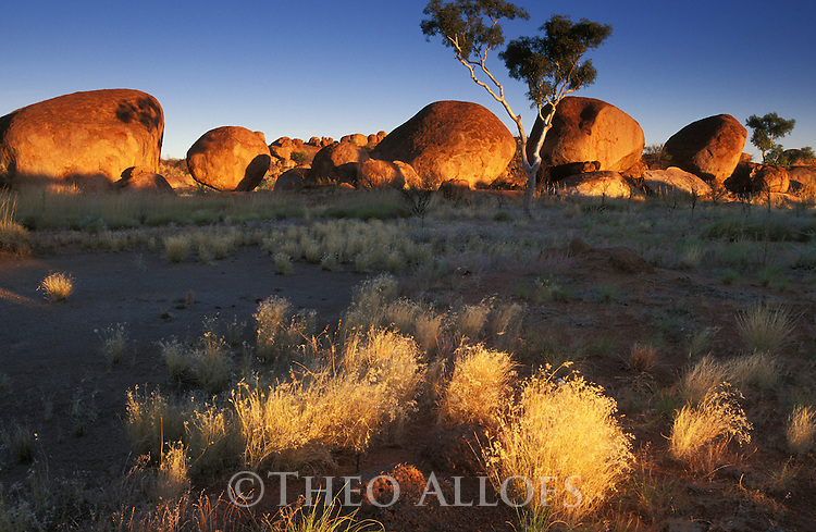 Australia, Northern Territory; Devil's Marbles at sunrise