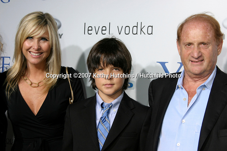 "Mike Medavoy & Family.""Resurrecting The Champ"" Premiere.Beverly Hills,  CA.Aug 22, 2007.©2007 Kathy Hutchins / Hutchins Photo...."