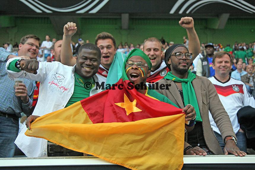 Fans aus Deutschland und Kamerum feiern friedlich - Deutschland vs. Kamerun, Mönchengladbach