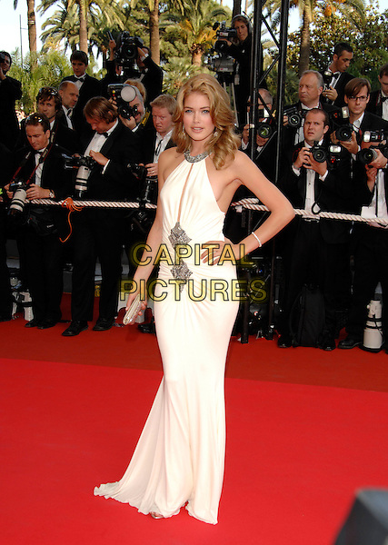 """DOUTZEN KROES.""""No Country for Old Men"""" screening, during the.60th International Cannes Film Festival,.Cannes, France, May 19th 2007..full length Dutch model white long maxi dress hand on hip.CAP/PL.©Phil Loftus/Capital Pictures"""