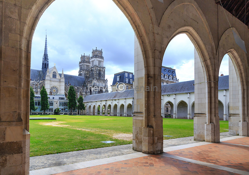 France, Loiret (45), Orléans, arcades du Campo Santo // France, Loiret, Orleans, Campo Santo arches
