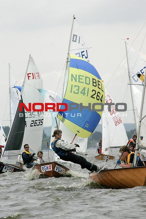 Weltmeisterschaft der Flying Junior am Duemmer See <br /> 1. Wettfahrt 25.07.2005 <br /> <br /> vorne weg jan Philipp Dupal und Wolfgang Dupal ( GER 273 )<br /> <br /> Foto: &copy; nordphoto