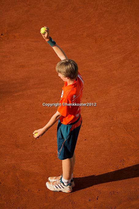 03-06-12, France, Paris, Tennis, Roland Garros, ballboy