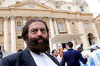 Lo scrittore francese ebreo Marek Halter all'udienza generale del mercoledi' di Papa Francesco in Piazza San Pietro, Citta' del Vaticano, 25 settembre 2013. Halter ha assistito all'udienza con un gruppo di imam francesi.<br /> French-Jewish writer Marek Halter at the weekly general audience of  Pope Francis in St. Peter's Square at the Vatican, 25 September 2013. Halter attended the Pontiff's audience with a group of French imams.<br /> UPDATE IMAGES PRESS/Riccardo De Luca<br /> <br /> STRICTLY ONLY FOR EDITORIAL USE
