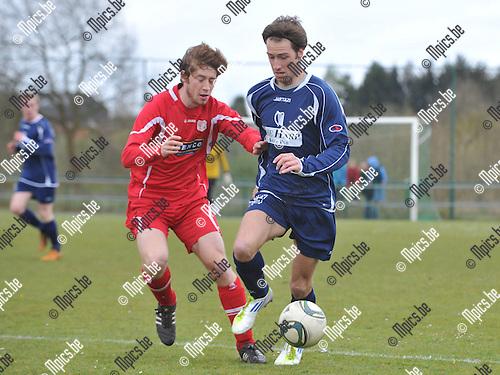 2012-04-15 / voetbal / seizoen 2011-2012 / SK Herentals - VC Herentals / Joris Schuerwegen (l) (VC Herentals) probeert Tom Jeurissen (r) (SK Herentals) af te stoppen.