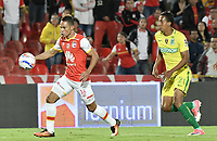 BOGOTÁ -COLOMBIA, 09-07-2017: Anderson Plata (Izq.) jugador de Santa Fe disputa el balón con John Edison Mosquera (Der.) jugador del Nacional durante el encuentro entre Independiente Santa Fe y Atletico Nacional por la fecha 1 de la Liga Aguila II 2017 jugado en el estadio Nemesio Camacho El Campin de la ciudad de Bogota. / Anderson Plata (L) player of Santa Fe struggles for the ball with John Edison Mosquera (R) player of Nacional during match between Independiente Santa Fe and Atletico Nacional for the date 1 of the Aguila League II 2017 played at the Nemesio Camacho El Campin Stadium in Bogota city. Photo: VizzorImage/ Gabriel Aponte / Staff