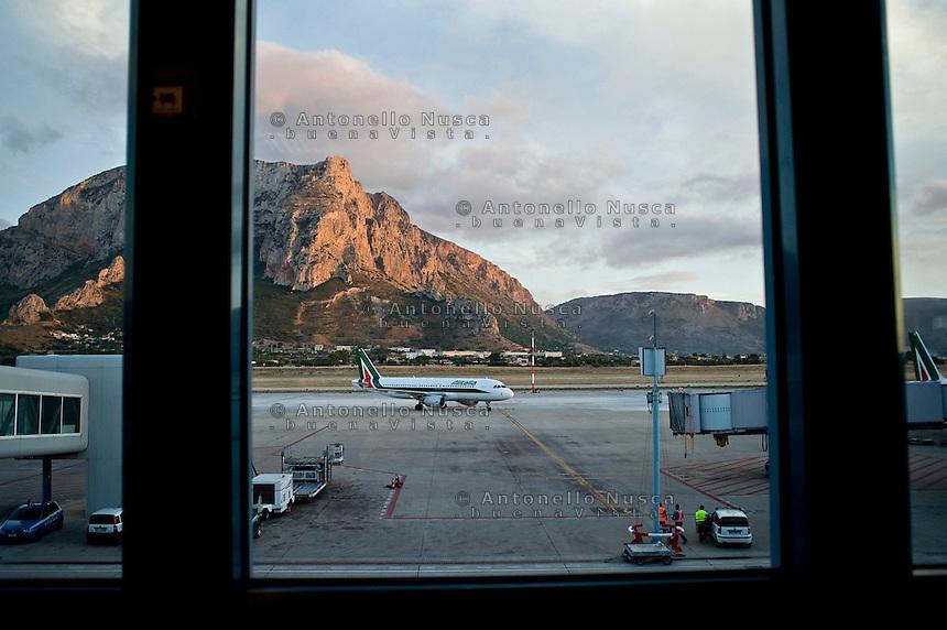 Palermo, Aeroporto Punta Raisi. Aereo Alitalia