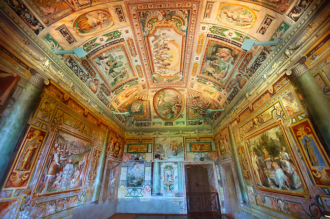 . internal frescoes & decorations by Livio Agresti from Forlì (1550 to 1572)