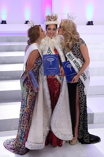 December 17, 2013, Tokyo, Japan - Philippines Bea Rose Santiago (C), Miss Netherlands Nathalie den Dekker (L) and third-place Miss New Zealand Casey Radley photocall at the 2013 Miss International beauty pageant, Tokyo, Japan, 17 Dec 2013. (Photo by Motoo Naka/AFLO)
