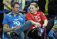 Handball Frauen Champions League 2013/14 - Handballclub Leipzig (HCL) gegen RK Krim Ljubljana am 13.10.2013 in Leipzig (Sachsen). <br /> IM BILD: HCL Torwarttrainer Wieland Schmidt und Melanie Herrmann (HCL) <br /> Foto: Christian Nitsche / aif