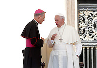 Papa Francesco parla con monsignor Georg Gaenswein al termine dell'udienza generale del mercoledi' in Piazza San Pietro, Citta' del Vaticano, 3 giugno 2015.<br /> Pope Francis talks to monsignor Georg Gaenswein at the end of his weekly general audience in St. Peter's Square at the Vatican, 3 June 2015.<br /> UPDATE IMAGES PRESS/Isabella Bonotto<br /> <br /> STRICTLY ONLY FOR EDITORIAL USE