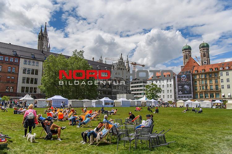 18.06.2016, Marienplatz , Muenchen, GER, impressionen zum Stadtgruendungsfest Muenchen, im Bild Marienhof mit Sitzgelegenheiten<br /> <br />  Foto &copy; nordphoto / Straubmeier