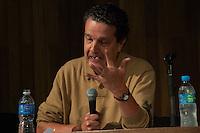 """SÃO PAULO - SP - 14,08,2014 - MÊS DA JUVENTUDE/""""FUTEBOL PARA QUEM""""- O Jornalista Juca Kfouri;Gabriel Medina (coordenadoria da Juventude);Flavio Campos (Núcleo Interdisciplinar de estudes sobre Futebol e Modalidades Lúdicas);Rodrigo Medeiros e Carolina Moraes ( Organizadores Mundial de Futebol de Rua) durante o debate """"Futebol para Quem?"""" na Biblioteca Mario de Andrade,região central da cidade de São Paulo nessa quinta-feira,13(Foto:Kevin David/Brazil Photo Press"""