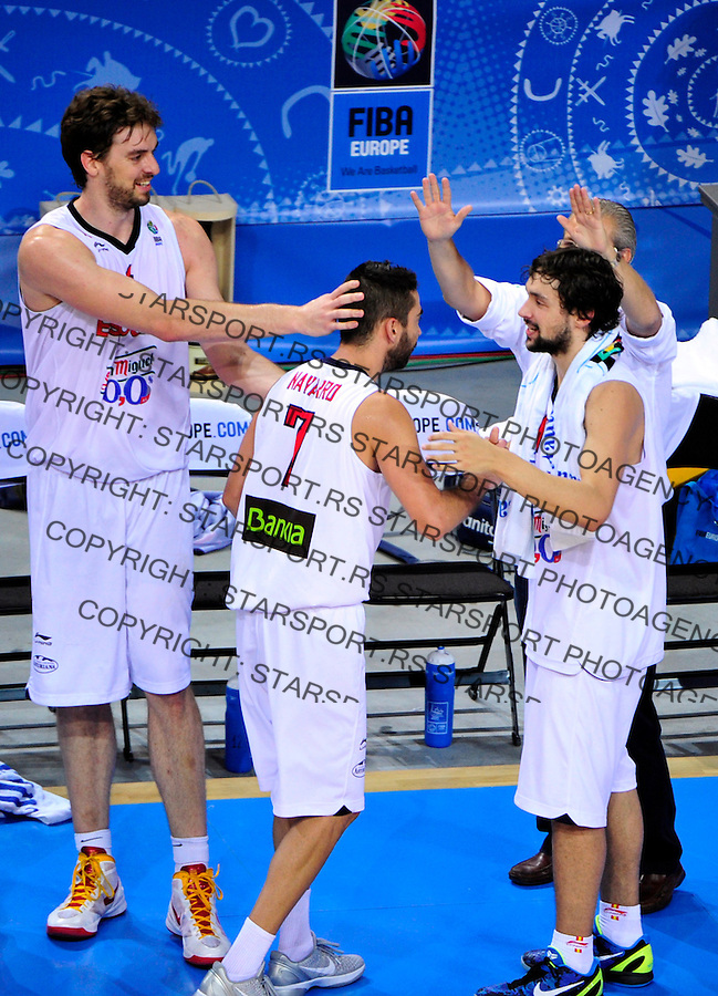 Spanish national basketball team player Pau Gasol celebrate with Juan Carlos Navarro during final Eurobasket 2011 game between Spain and France in Kaunas, Lithuania, Sunday, September 18, 2011. (photo: Pedja Milosavljevic)