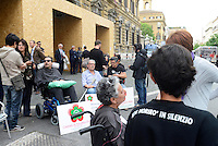 Roma, 7 Maggio 2014<br /> Protesta davanti al Ministero dell'Economia di malati di Sla e familiari del Comitato 16 Novembre per chiedere che si apra il tavolo di trattative sull'aumento del fondo nazionale per le disabilit&agrave; gravi e gravissime.<br /> Rome, May 7, 2014 <br /> Protest in front of the Ministry of Economy, of ALS patients and family members of the Committee  November 16, to ask it to open the negotiations on increasing the national fund for severe and profound disabilities.
