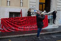 Roma, 15 Dicembre 2014<br /> Agenzia del Demanio di Roma Capitale<br /> Protesta per chiedere  l'acquisizione del lago della ex Snia a patrimonio pubblico, demanializzazione dell'area della ex Snia e la confisca dei beni a Pulcini e esproprio dei terreni. Pulcini è il costruttore accusato di tangenti verso il direttore dell'agenzia del Demanio.<br /> <br /> Miltant A degli Assalti Frontali