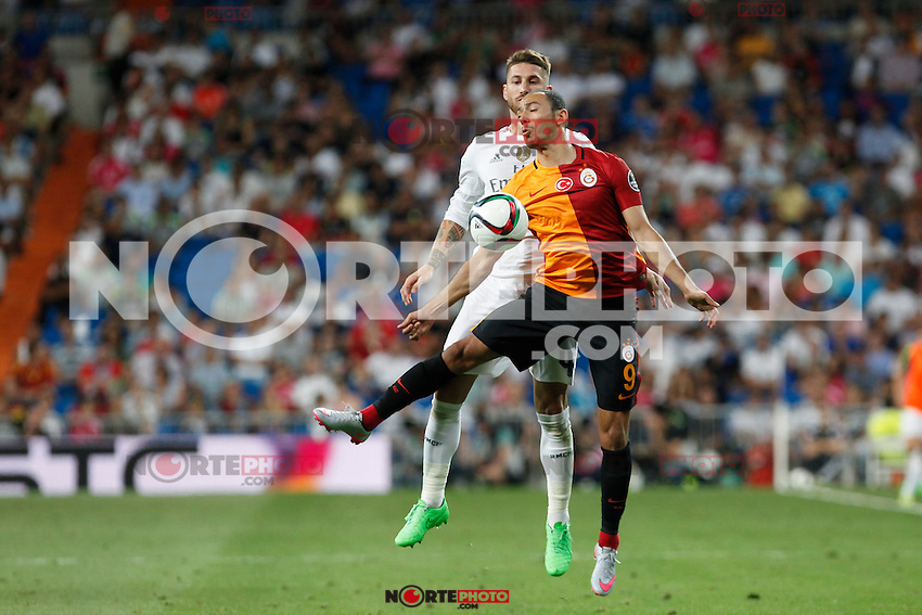 Real Madrid´s Sergio Ramos (L) and Galatasaray´s Umut Bulut during Santiago Bernabeu Trophy match at Santiago Bernabeu stadium in Madrid, Spain. August 18, 2015. (ALTERPHOTOS/Victor Blanco)