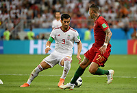 SARANSK - RUSIA, 25-06-2018: Ehsan HAJI SAFI (C) (Izq) jugador de RI de Irán disputa el balón con Ricardo QUARESMA (Der) jugador de Portugal durante partido de la primera fase, Grupo B, por la Copa Mundial de la FIFA Rusia 2018 jugado en el estadio Mordovia Arena en Saransk, Rusia. / Ehsan HAJI SAFI (C) (L) player of IR Iran fights the ball with Ricardo QUARESMA (R) player of Portugal during match of the first phase, Group B, for the FIFA World Cup Russia 2018 played at Mordovia Arena stadium in Saransk, Russia. Photo: VizzorImage / Julian Medina / Cont