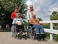 Senioren Vierdaagse in Monnickendam. Toestemming gekregen van de organisatie om  de foto redactioneel te gebruiken