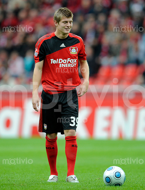 Fussball   1. Bundesliga   8. Spieltag    Saison 2009/2010 Bayer Leverkusen - 1. FC Nuernberg  03.10.09 Toni KROOS (Leverkusen), Einzelaktion am Ball.
