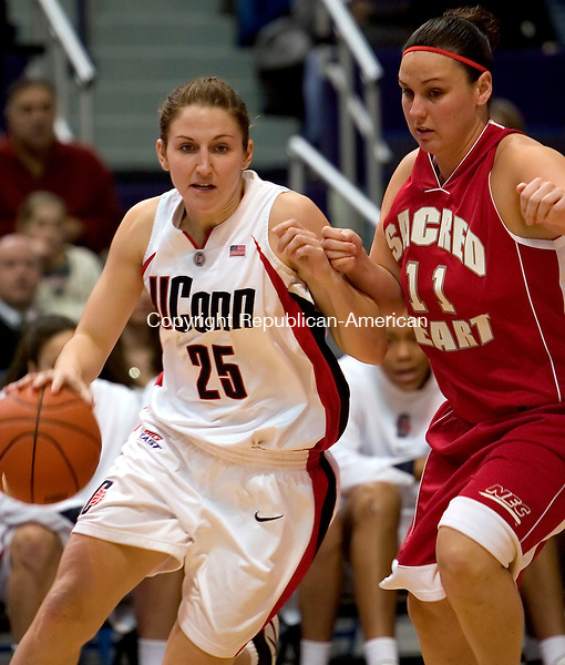 HARTFORD, CT--31 DECEMBER 2006--123106JS05-UConn's Mel Thomas drives past Sacred Heart's Lisa Moray during their game Sunday at the Hartford Civic Center. <br /> Jim Shannon / Republican-American