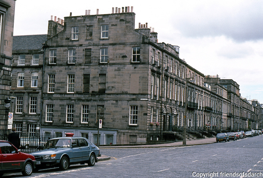 Edinburgh: Heriot Row, near Moray Place. Luxurious townhouses. Photo '87.