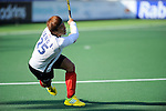The Hague, Netherlands, June 01: Jonghyun Jang #25 of Korea flicks the ball up during the field hockey group match (Men - Group B) between the Black Sticks of New Zealand and Korea on June 1, 2014 during the World Cup 2014 at GreenFields Stadium in The Hague, Netherlands. Final score 2:1 (1:0) (Photo by Dirk Markgraf / www.265-images.com) *** Local caption ***