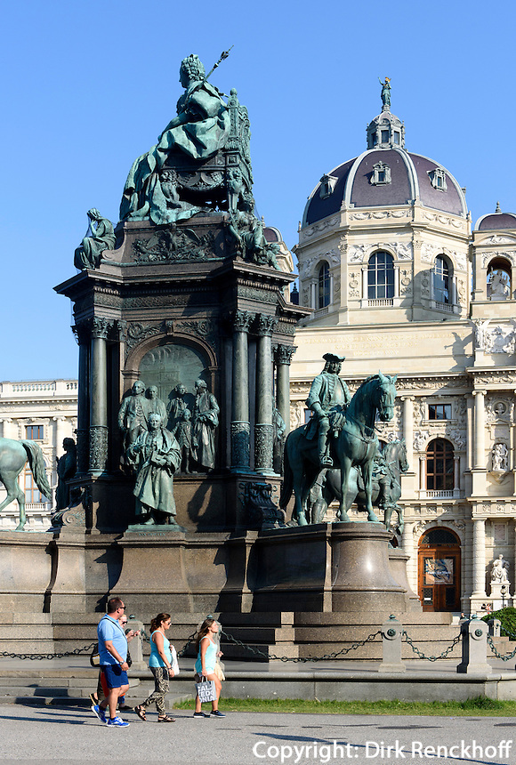Kunsthistorisches Museum und Denkmal Maria Theresia am Maria-Theresien-Platz, Wien, &Ouml;sterreich, UNESCO-Weltkulturerbe<br /> Museum of Fine Arts and monument Maria Theresia, Vienna, Austria, world heritage