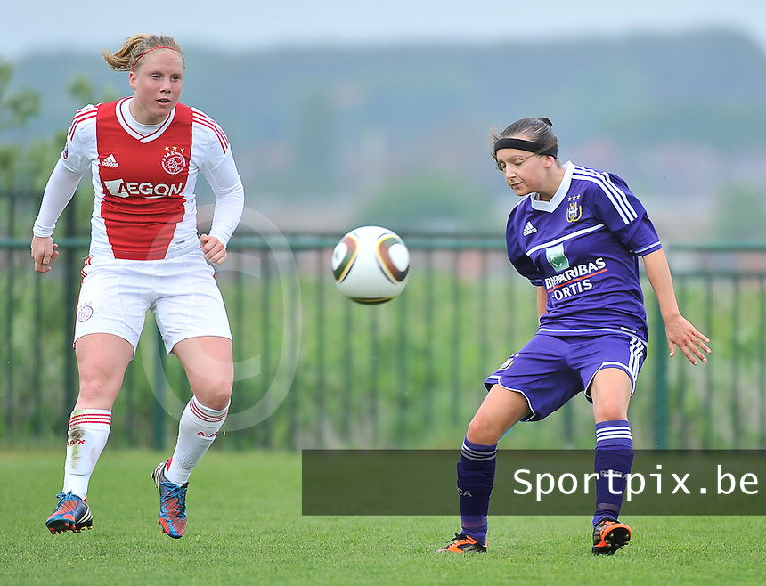 RSC Anderlecht Dames - Ajax Amsterdam : Linda Bakker en Anke Vanhooren (r).foto DAVID CATRY / Nikonpro.be