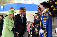 LONDRES-INGLATERRA -1-NOVIEMBRE-. Durante su Visita de Estado, el Presidente Juan Manuel Santos llega al Palacio de Buckingham. El Presidente Santos al llegar al centro de Londres recibió honores en compañía de la Reina Isabel II y el Príncipe<br /> Felipe. La Reina les presentó a la Primera Ministra Theresa May; al Secretario de Estado para Asuntos Exteriores, Boris Johnson; a Lord Mountevans, Alcalde del Distrito Financiero, y a Kenneth Olisa, Lord Teniente, entre otros./.<br /> Foto César Carrión – SIG   During his state visit, President Juan Manuel Santos arrives at Buckingham Palace.President Santos to reach the center of London he received honors in the company of Queen Elizabeth II and Prince<br /> Felipe. The Queen presented them to the Prime Minister Theresa May; the Secretary of State for Foreign Affairs, Boris Johnson; Mountevans Lord Mayor of the Financial District, and Kenneth Olisa, Lord Lieutenant, among others.<br /> Foto César Carrión - SIG