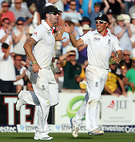 Kevin Pietersen of England celebrates after catching out Shane Watson - England vs Australia - 1st day of the 5th Investec Ashes Test match at The Kia Oval, London - 21/08/13 - MANDATORY CREDIT: Rob Newell/TGSPHOTO - Self billing applies where appropriate - 0845 094 6026 - contact@tgsphoto.co.uk - NO UNPAID USE